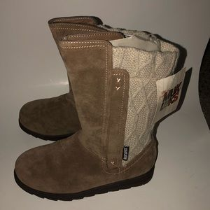 NWT The original Muk Luks sweater brown boots 7